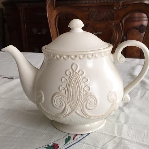 Lenox Linen Closet Teapot